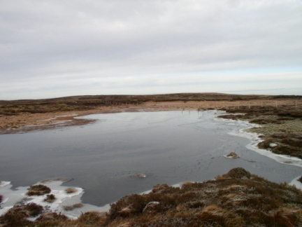 A shrunken and frozen Middle Tongue Tarn