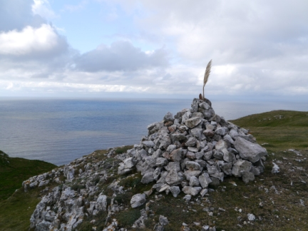 The feather capped cairn on Creigiau Rhiwledyn