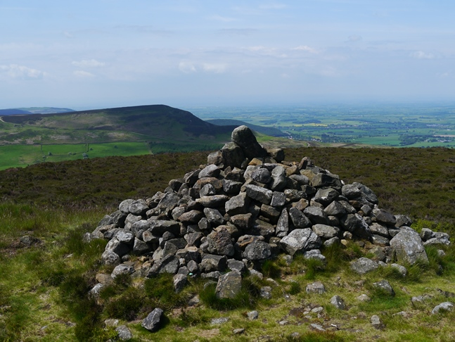 Drake Howe, the highest point on Cringle Moor