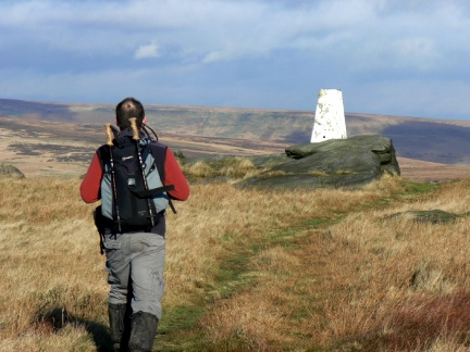 Approaching the trig point on Broadstone Hill